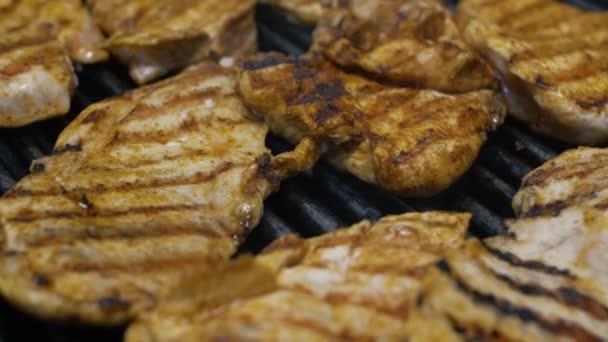 vynikající grilované kuřecí zpomalení