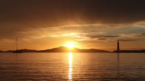 Tengerparti város Turgutreis és látványos naplementék