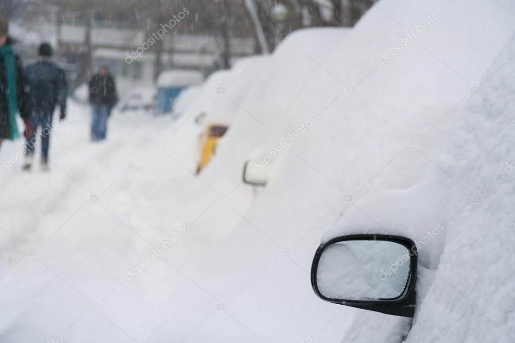 Massive snow fall over cars