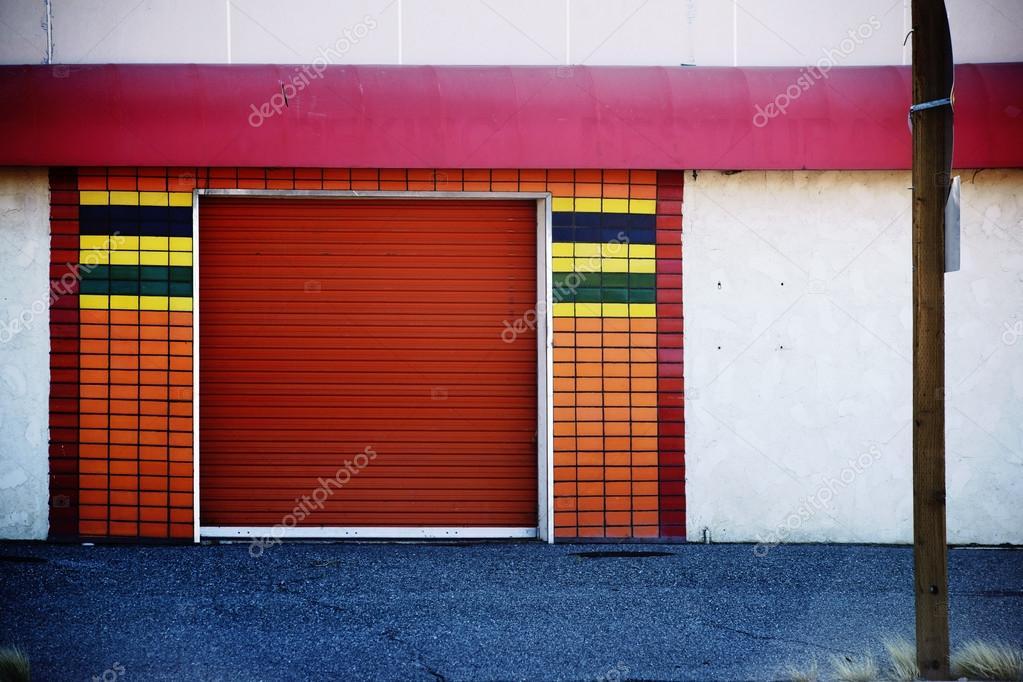 Garage con piastrelle a mosaico u2014 foto stock © ginton #108609650