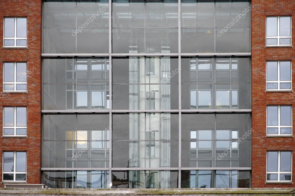 Lift In Huis : Huis met lift u2014 stockfoto © ginton #84215774