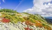 Podzimní krajina hory s svahu hřebene