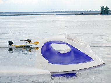 Modern steam iron against Formula-1 on the water