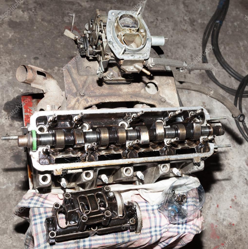 Auto-Motor-Teile in der Werkstatt — Stockfoto © AleksandrNo #65854939