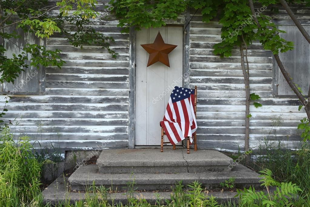 Amerikanische Flagge Von Alten Haustur Stockfoto C Jentara 114046818