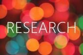 Výzkum text na pozadí barevných bokeh