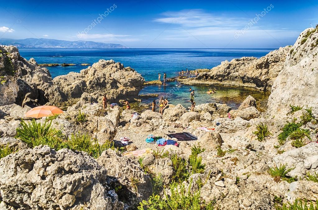 Spiaggia Mediterranea di Milazzo, Sicilia — Foto Stock ...