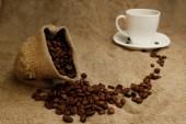 kávová zrna v sáčku