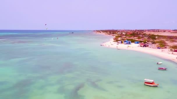 Antenna da kitesurf allisola di Aruba nei Caraibi