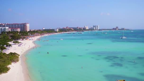 Antenna da Palm Beach sullisola di Aruba nei Caraibi