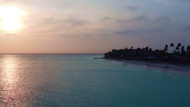 Aerea al Manchebo beach sullisola di Aruba al tramonto