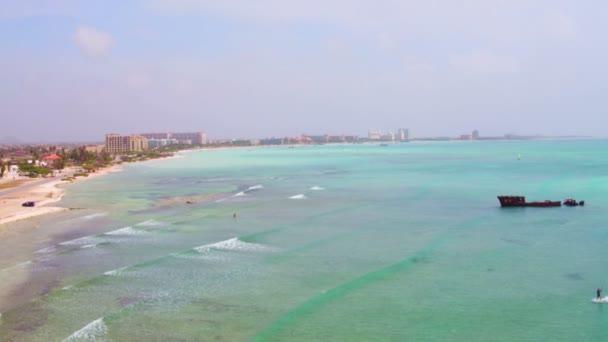 Antenna dal litorale ad ovest dallisola di Aruba nei Caraibi