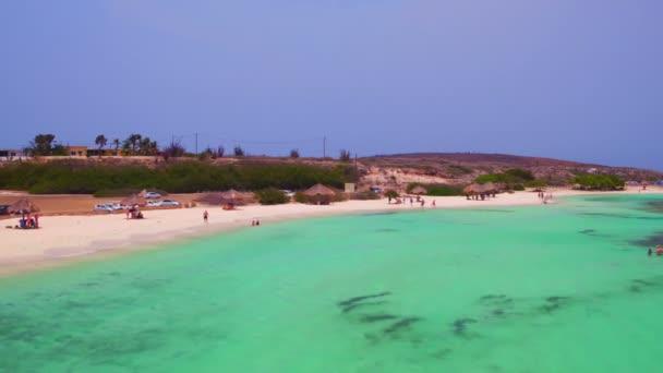 Aerea dalla spiaggia Rogers sullisola di Aruba nei Caraibi
