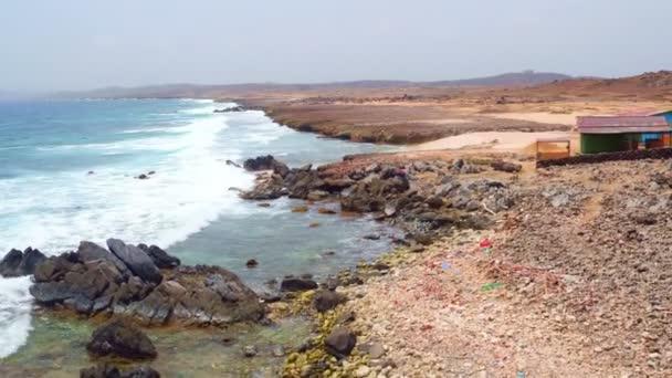 Anténu z východního pobřeží ostrova Aruba v Karibiku
