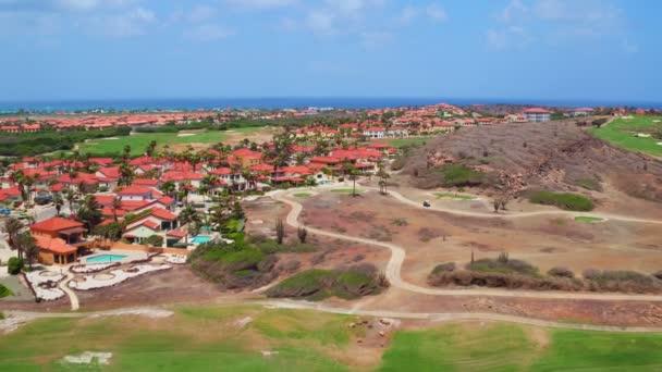 Antenna da un campo da golf sullisola di Aruba nei Caraibi