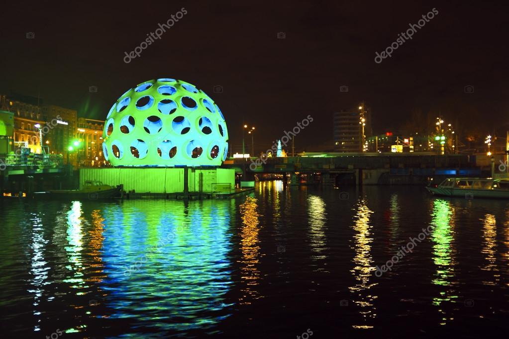 Licht Tour Amsterdam : Stück des lichts kunst in der nacht während des festivals