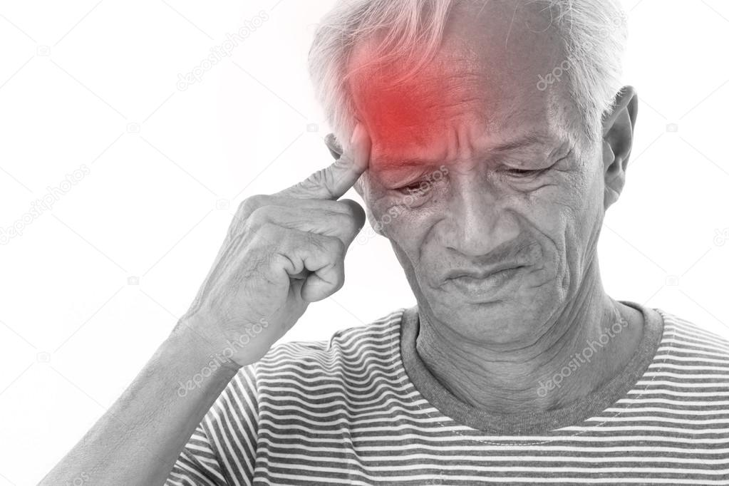 Мигрень у пожилого человека