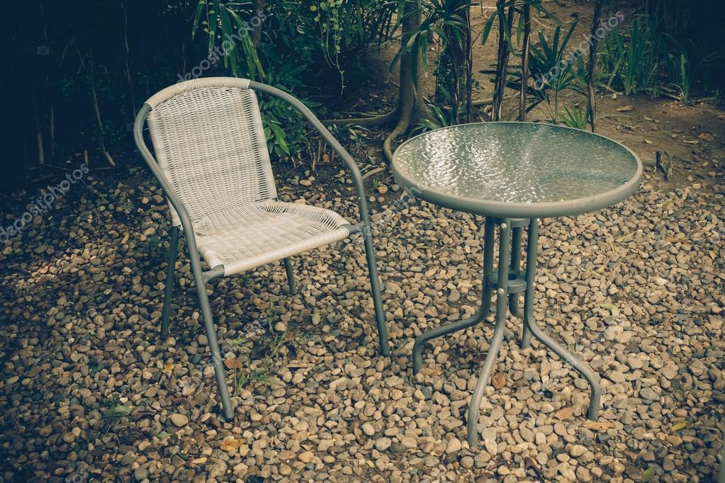 chaise de jardin vintage rétro à l\'ancienne — Photographie nattapol ...