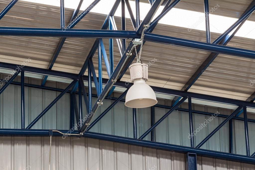 Plafoniere Soffitto Industrial : Plafoniera industriale u foto stock teptong