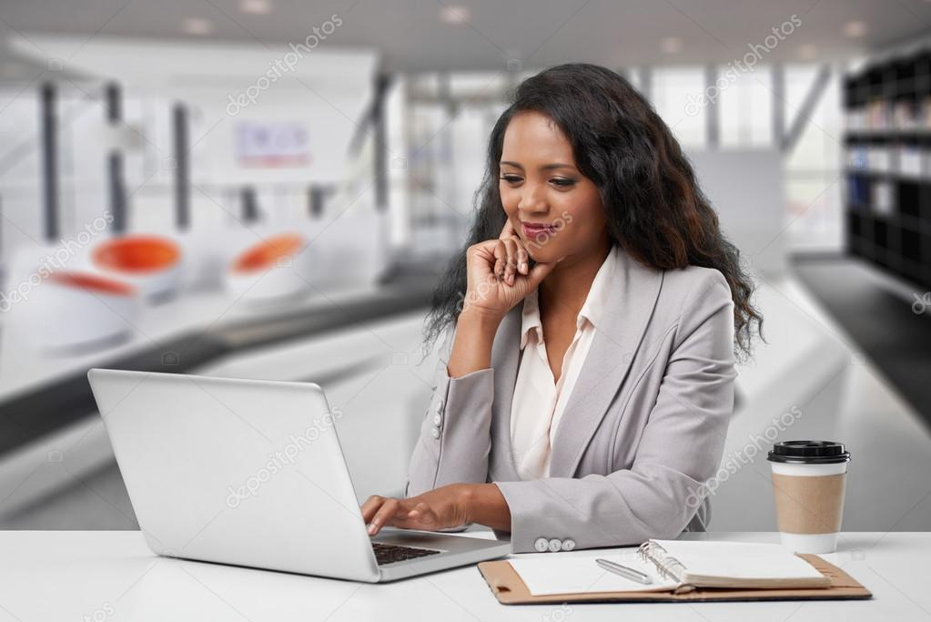 lady with laptop  Business lady with laptop — Stock Photo © DragonImages #105009822