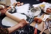 Fényképek nő főzés otthon pite