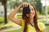 Fotografie Dospívající dívka s fotoaparátem