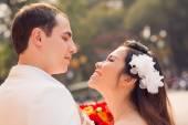 Fényképek Vidám newlywed pár