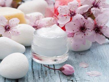 Natural facial cream