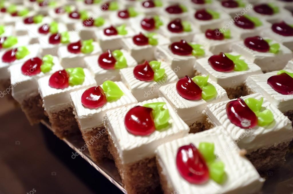 Kuchen-Party-Beleuchtung für die Nacht — Stockfoto © 501room #99542612