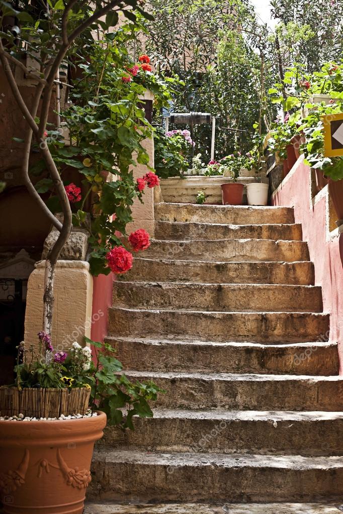 Schritte Der Terrasse Im Mediterranen Stil Stockfoto C Shyrokowa