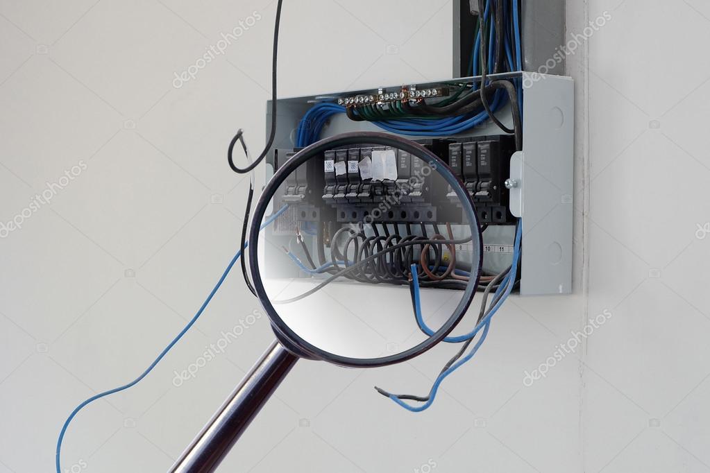 Elektrische Verdrahtung im Schaltschrank im neuen Haus einrichten ...