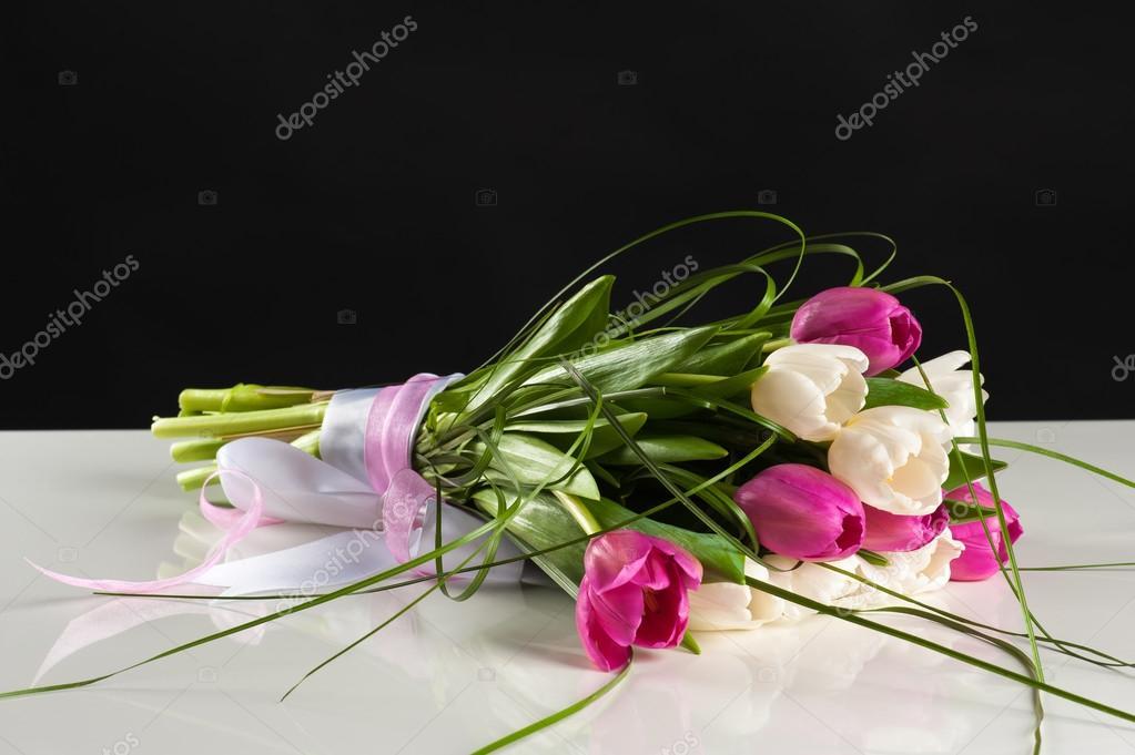 Schone Hochzeitsstrauss Tulpen Stockfoto C Dualshock 69840209