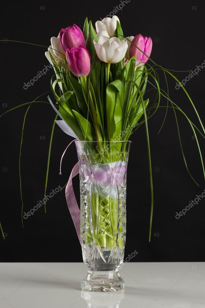 Schone Hochzeitsstrauss Tulpen In Einer Vase Stockfoto C Dualshock