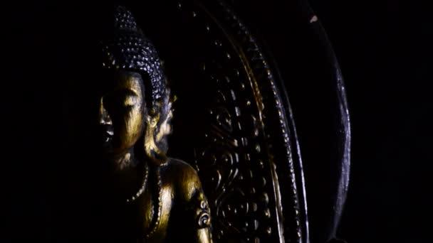 Buddha, buddhista, gyrating a fekete háttér a szám