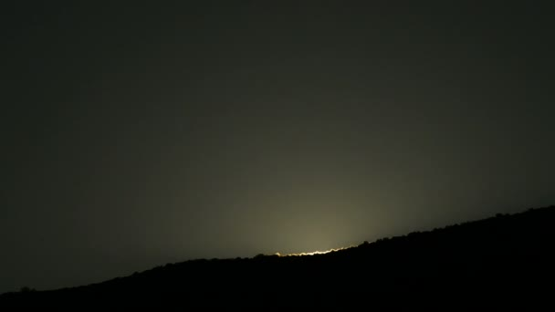 Východ slunce v horách při východu slunce nebo dawn, časová prodleva
