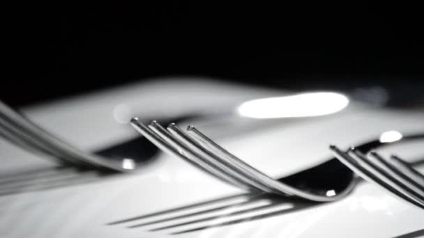 Příbory, kuchyňské příbory, rotace bílá základní