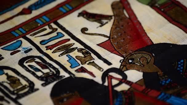Detail egyptský papyrus s reprezentací faraónů a hieroglyfy