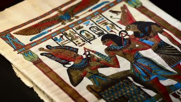 Egyptský papyrus s reprezentací faraónů a hieroglyfy otáčení
