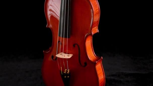 Detail těla a most s řetězci housle nebo violu nástroj gyrating
