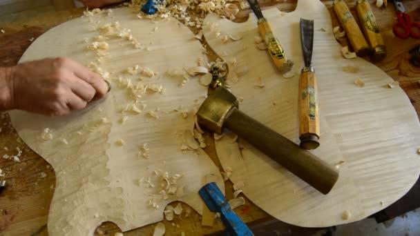 Houslařské výroby nástroje na pracovišti