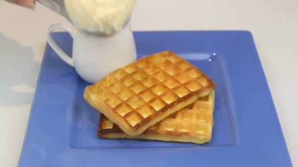 Slouží koule zmrzliny na vafle
