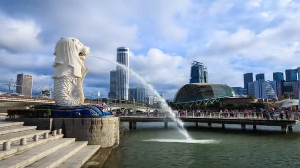 Time-lapse of Merlion statue fountain in Merlion Park, the famous place in Singapore