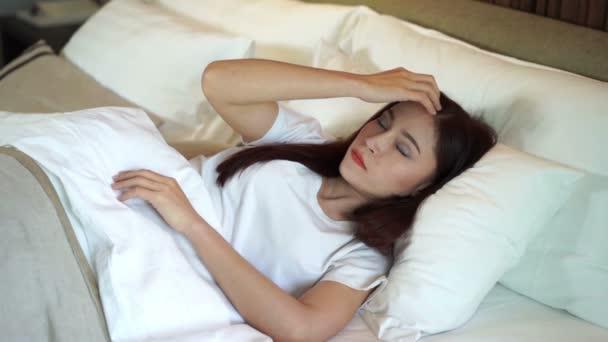 lassú mozgás a nő álmatlanság az ágyban