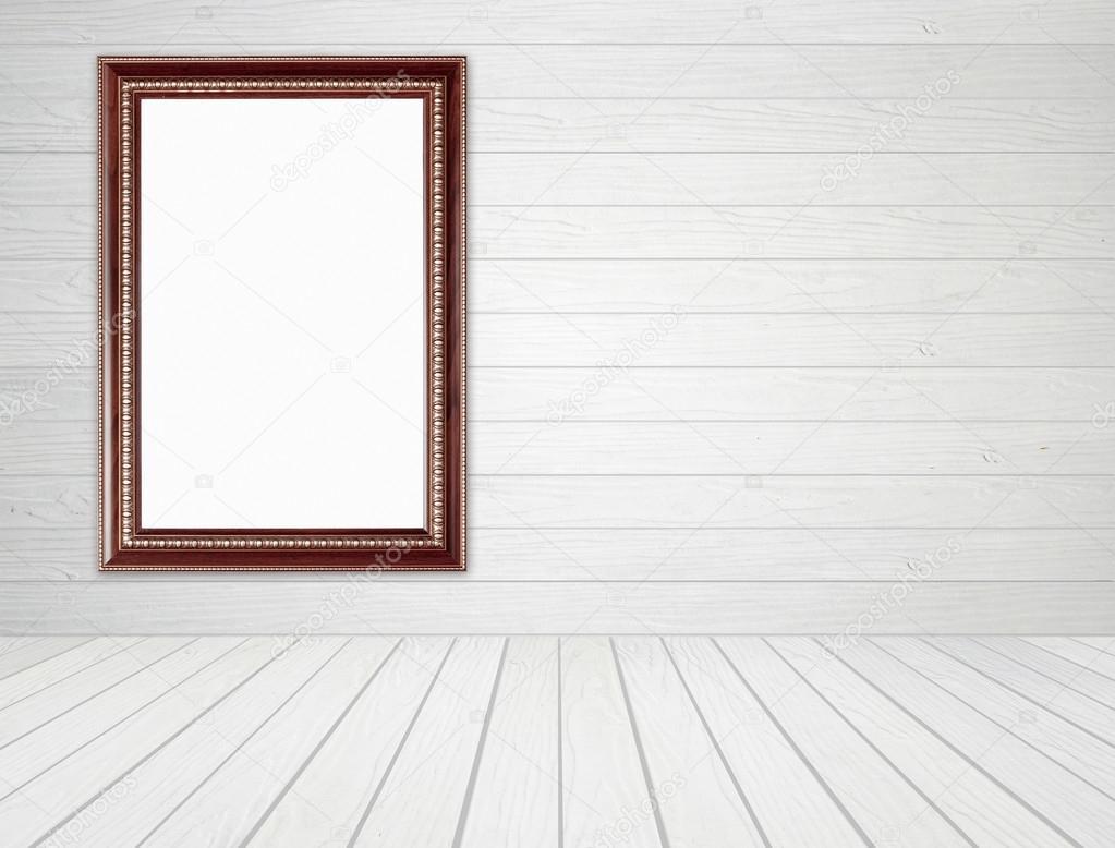 marco de madera en habitación con pared de madera blanca y fondo ...