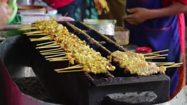 Tradiční thajské steaky pečené vepřové na trhu