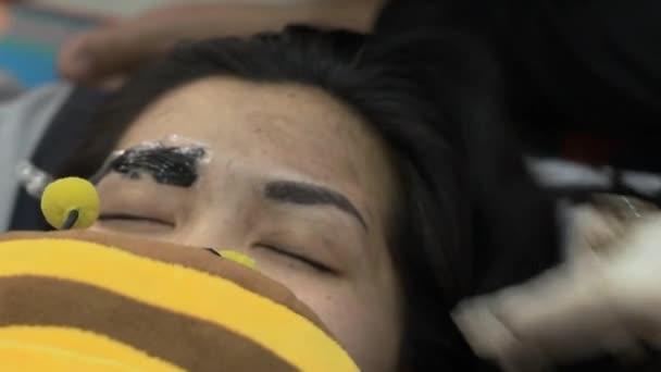 Smink szemöldök tetoválás, szép ázsiai nő arca Vértes