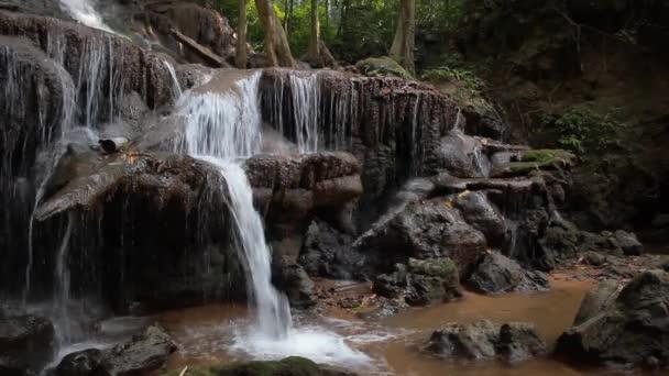 Bystřin v přírodě, PA  Areon vodopádový národní park v Thajsku