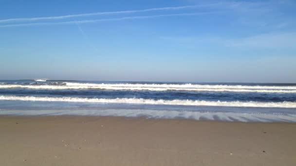Tenger hullámai a homok