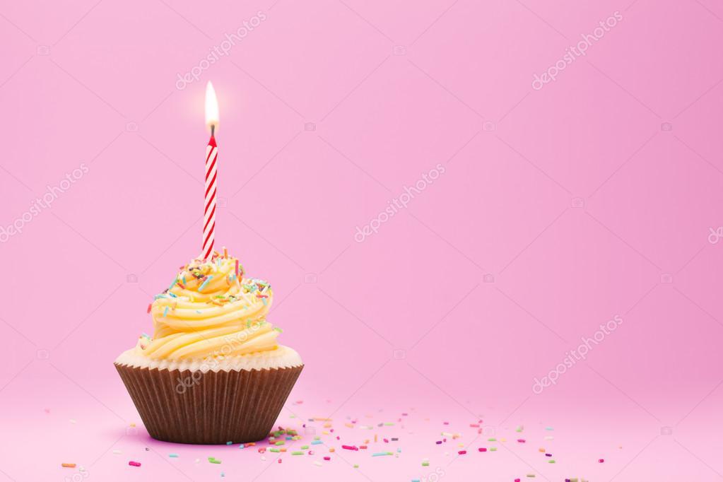 Geburtstag Cupcake Mit Kerze Stockfoto C Artstudio Pro 75448749