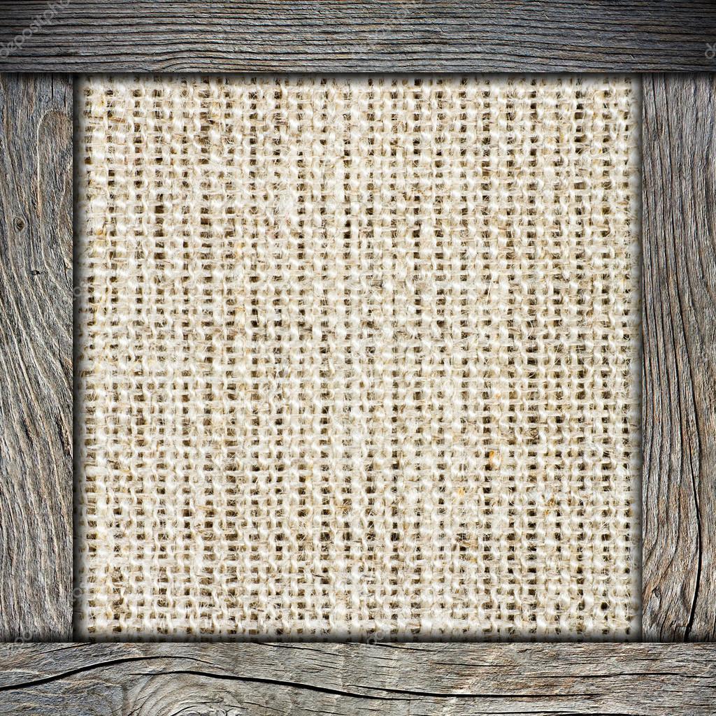 Fondo de arpillera arrugado con marco de madera — Foto de stock ...
